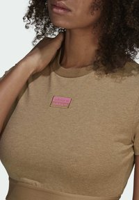 adidas Originals - CROPPED TEE - Print T-shirt - cardboard - 4