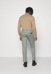 Wrangler - TEXAS - Straight leg jeans - wreath green - 2