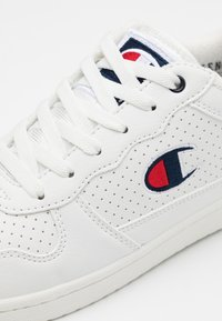 Champion - LOW CUT SHOE CHICAGO - Obuwie treningowe - white - 5