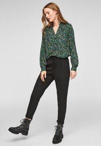 Q/S designed by - MET BLOEMENMOTIEF - Button-down blouse - black aop - 1