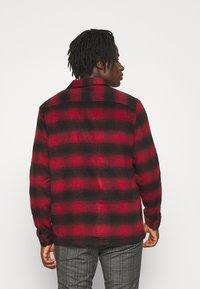 AllSaints - BETHUNE  - Shirt - red/black - 2