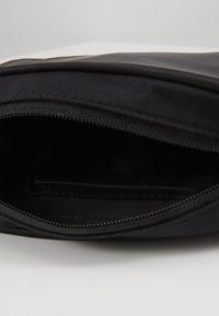 Calvin Klein Jeans - SLEEK BAG - Olkalaukku - black - 4