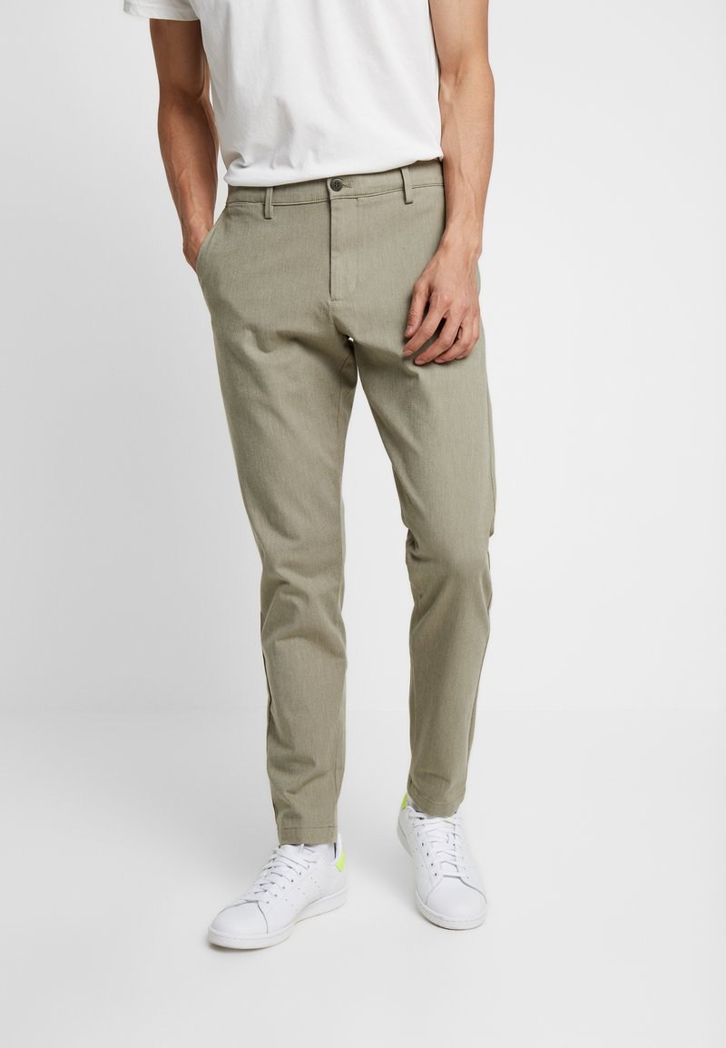 DOCKERS - SMART FLEX TAPERED - Kangashousut - doyle earth moss