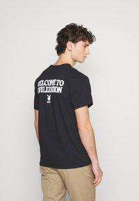 HUF - PLAYBOY CLUB KEY TEE - Print T-shirt - black - 2