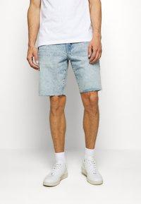 GAP - Denim shorts - light wash - 0