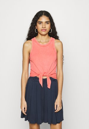 CROPPED TIE FRONT TANK - Top - strawberry