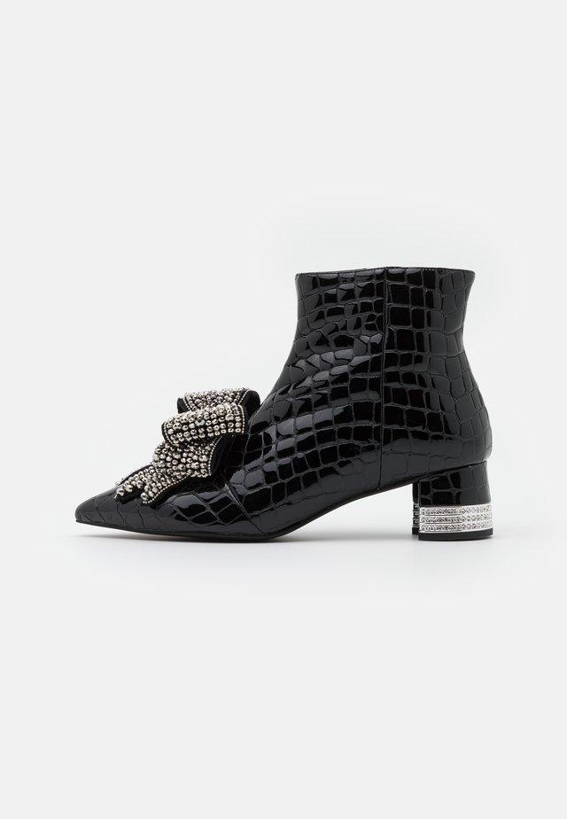 LUCI - Korte laarzen - black
