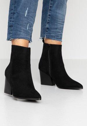 MING - Cowboy/biker ankle boot - black