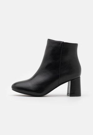 WIDE FIT KLARA - Kotníková obuv - black