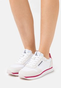 Calvin Klein Jeans - RUNNER LACEUP  - Tenisky - bright white - 0