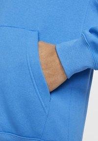 Nike Sportswear - CLUB HOODIE - Bluza z kapturem - light blue - 5