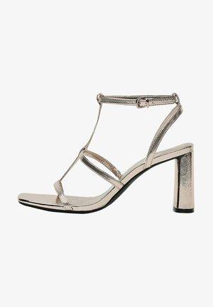 MIT METALLIC-RIEMCHEN  - High heeled sandals - gold