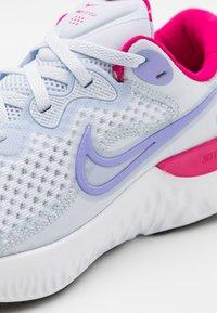 Nike Performance - RENEW RUN 2 GS - Neutrální běžecké boty - football grey/purple pulse/fireberry/thunder blue/white - 5