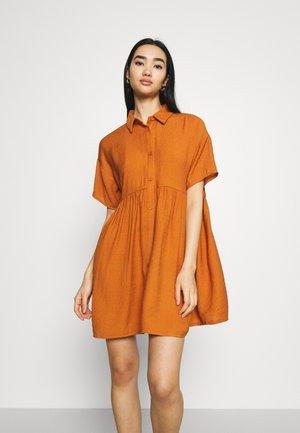 BUTTON THROUGH SMOCK DRESS - Shirt dress - rust