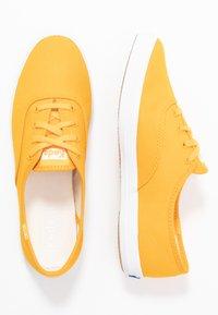 Keds - CHAMPION SEASONAL SOLIDS - Sneakersy niskie - cadmium yellow - 3