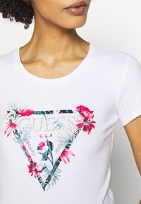 Guess - LORY TEE - Camiseta estampada - blanc pur - 4
