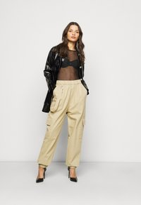 Missguided Petite - RING STRAP PANT - Cargo trousers - beige - 1