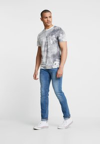 Jack & Jones - JJIGLENN JJORIGINAL - Jeansy Slim Fit - blue denim - 1