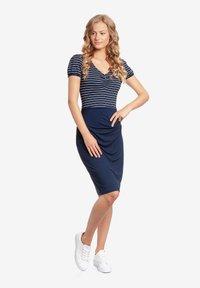 Vive Maria - Shift dress - blau allover - 0