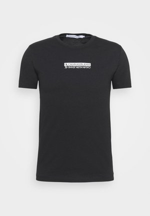 MIRROR LOGO SLIM FIT TEE - T-shirt z nadrukiem - black