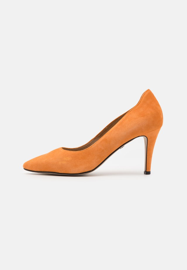 COURT SHOE - High heels - orange