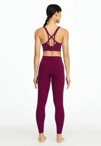 OYSHO - MIT DETAILS  - Sport BH - dark purple - 2