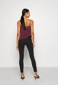 ONLY - ONLWAUW LIFE MID   - Jeans Skinny - black denim - 2