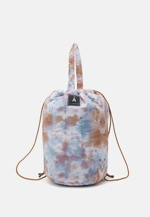 TIE DYE QUILTED BAG - Shoppingveske - brown/grey