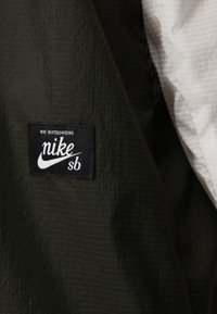 Nike SB - Windbreaker - grey/dark green/orange - 3