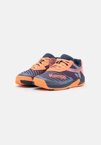 Kempa - WING 2.0 JUNIOR UNISEX - Handbalschoenen - navy/fluo orange - 1