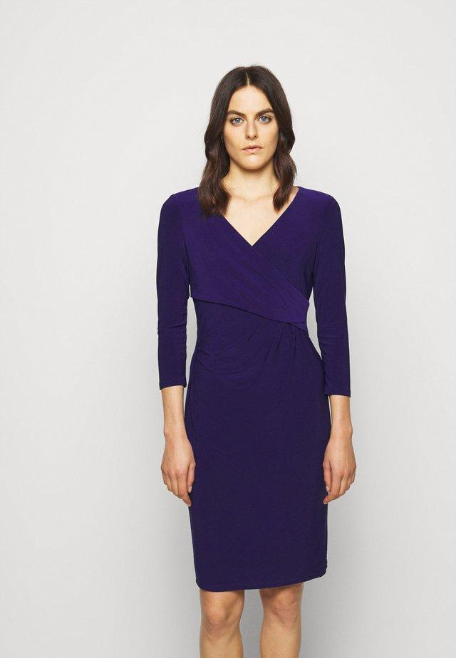 MID WEIGHT DRESS - Pouzdrové šaty - deep ultraviolet
