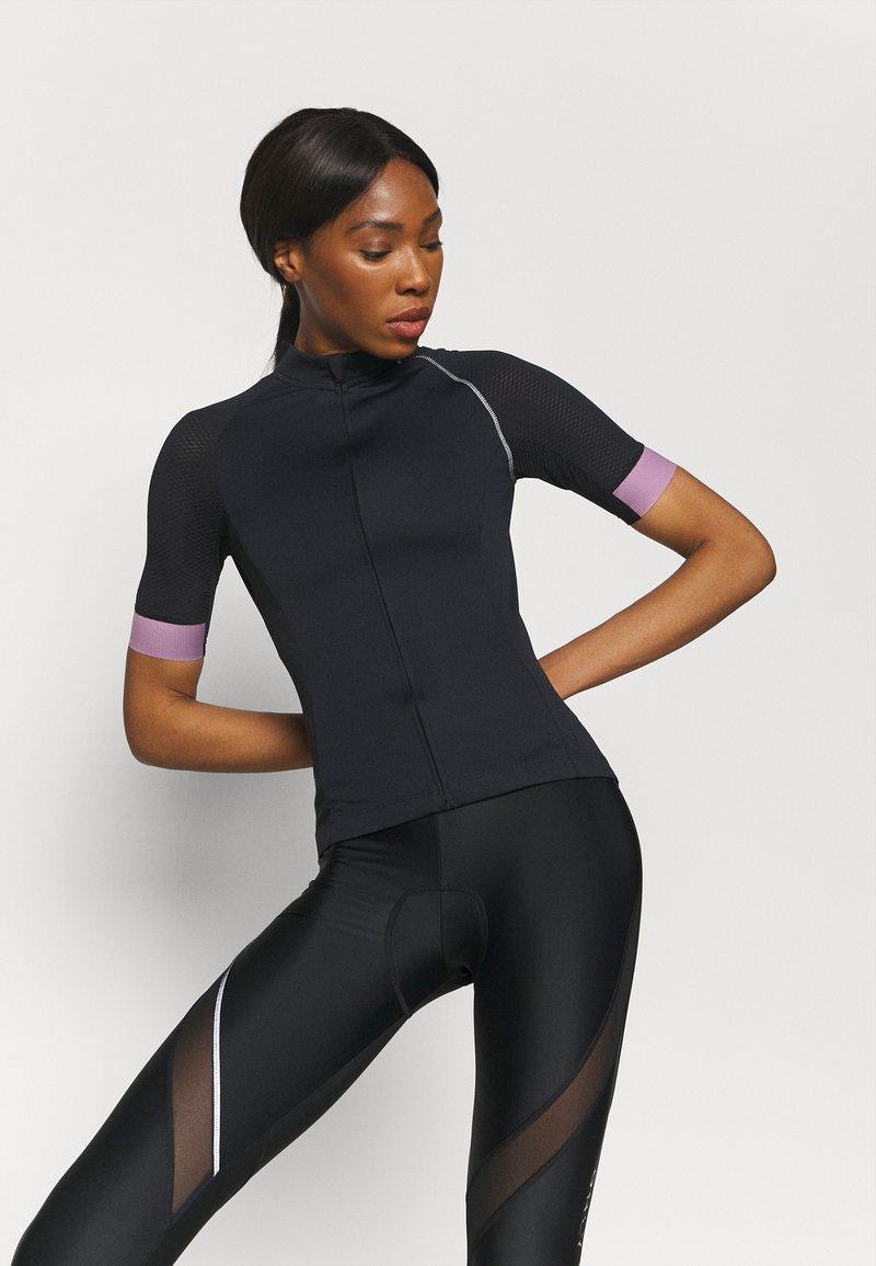 ONLY Play - ONPPERFORMANCE BIKE - T-Shirt print - black/elderberry