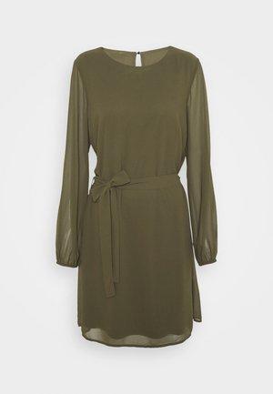 VIGLAMY TIE BELT SHORT DRESS - Korte jurk - ivy green