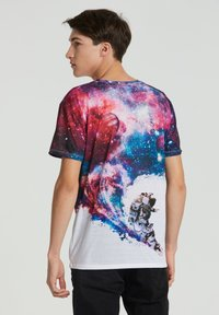 Mr. GUGU & Miss GO - SURFING COSMONAUT - Print T-shirt - white - 2