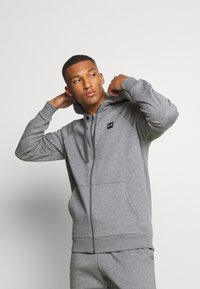 Under Armour - RIVAL  - veste en sweat zippée - pitch gray light heather/onyx white - 0