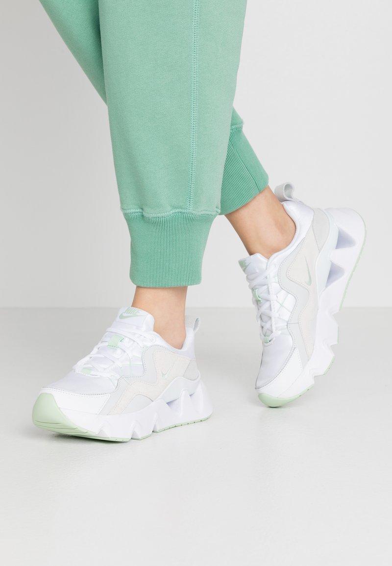 Nike Sportswear - RYZ - Sneakersy niskie - white/pistachio frost