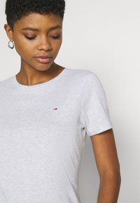 Tommy Jeans - SOFT TEE - Basic T-shirt - silver grey heather - 3