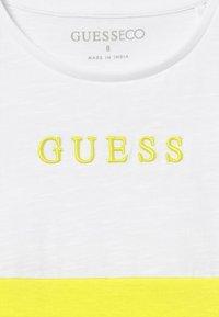 Guess - JUNIOR MIDI - Camiseta estampada - yellow - 3