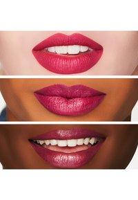 MAC - RETRO MATTE LIPSTICK - Lipstick - flat out fabulous - 1