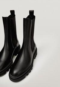 Massimo Dutti - PROFILSOHLE - Boots à talons - black - 4