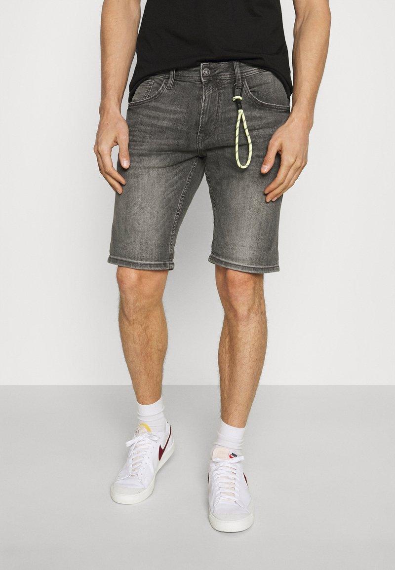 TOM TAILOR DENIM - REGULAR FIT - Denim shorts - grey denim