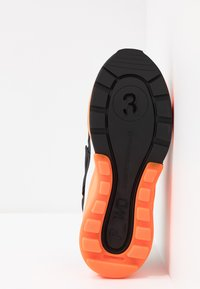 F_WD - Sneaker low - black/white/fluo orange - 6