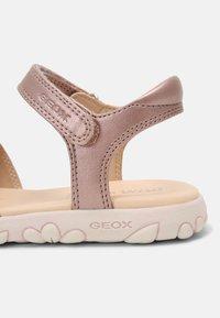 Geox - HAITI GIRL - Sandalen - antique rose - 6
