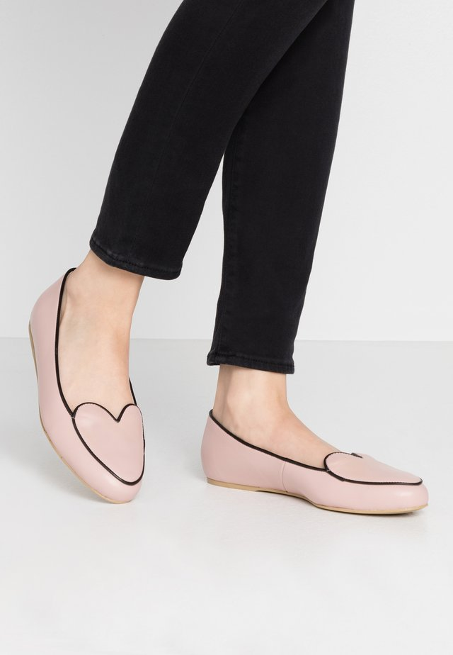 HEARTBEAT - Slippers - pink/black