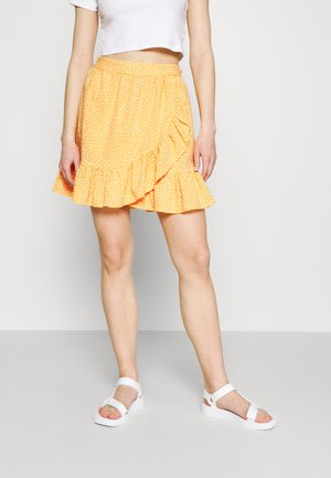 VMDICTHE SHORT WRAP SKIRT - Wrap skirt - saffron/snow white