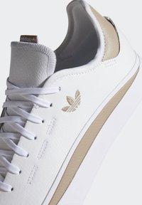adidas Originals - SABALO - Chaussures de skate - white - 8