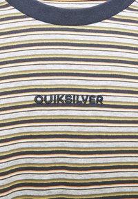 Quiksilver - SHRED THAT - Print T-shirt - parisian night - 2