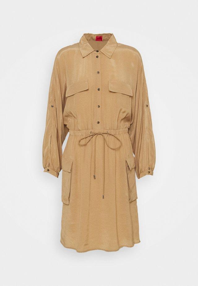 KESAKA - Košilové šaty - light beige