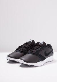 Nike Performance - FLEX ESSENTIAL TR - Treningssko - black/white/light crimson - 2