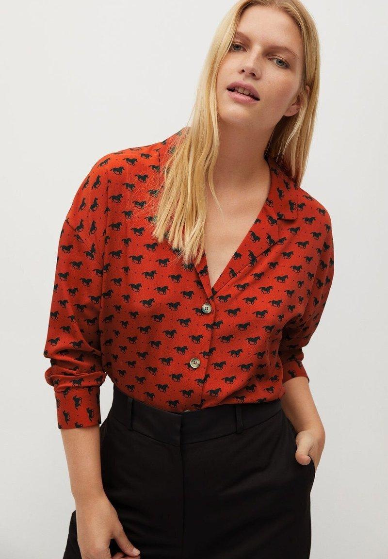 Violeta by Mango - EVERY - Button-down blouse - bräunliches orange